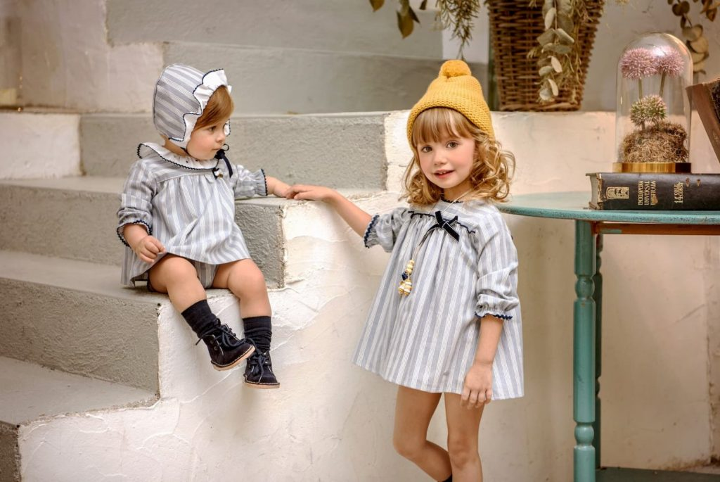 Estilismo infantil perfecto con prendas de rayas